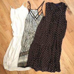 Bundle of 3 (patterned/white) mini dresses SMALL